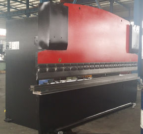 Cina Benchtop Hydraulic Steel Plate Press Brake Mesin 63T / 2500mm pabrik
