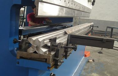 8mm Tebal, Machine 300 Ton Tekan Brake Dengan Estun E10 E200 CNC